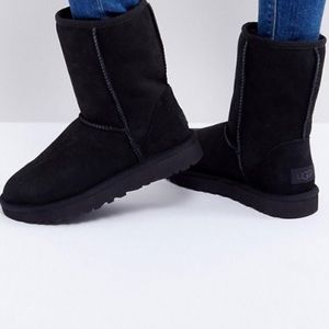 UGG® Classic Short II Boot - Black size:9